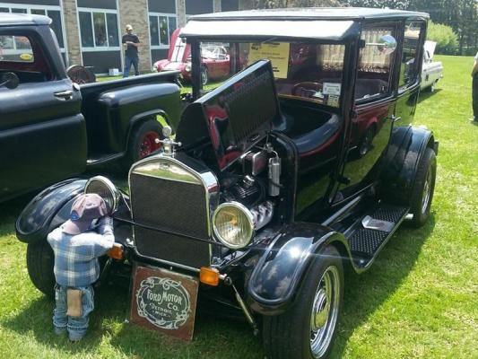 1927 FORD MODEL T SEDAN
